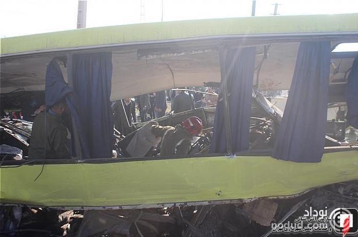 فیلم و تصاویر دیده نشده از حادثه واژگونی اتوبوس دانشگاه آزاد