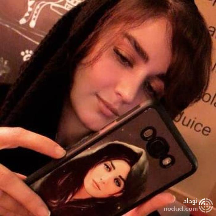 خودشیفتگی خانم بازیگر و چاپ چهره خودش برروی محافظ گوشی موبایلش! عکس