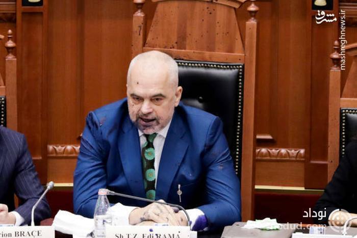 عکس /  حمله به نخست وزیر آلبانی با جوهر!