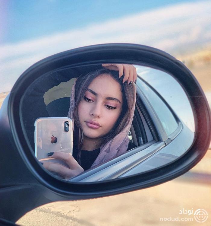 عکس سلفی ترلان پروانه در خودرو