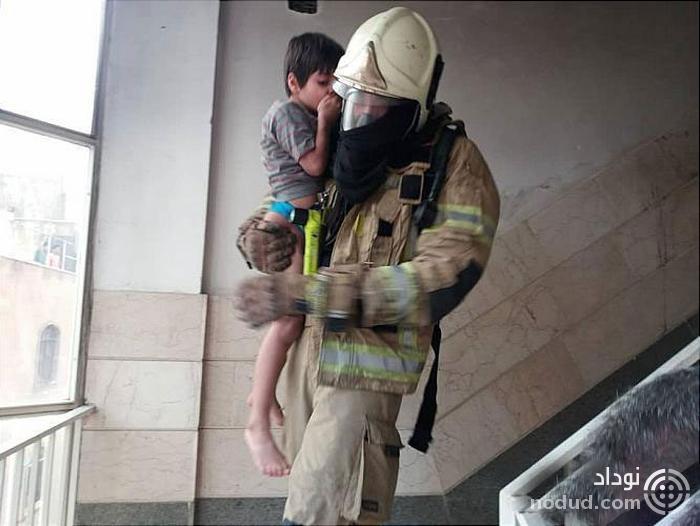 نجات بانوی میانسال و سه پسر بچه خردسال از میان دود و آتش