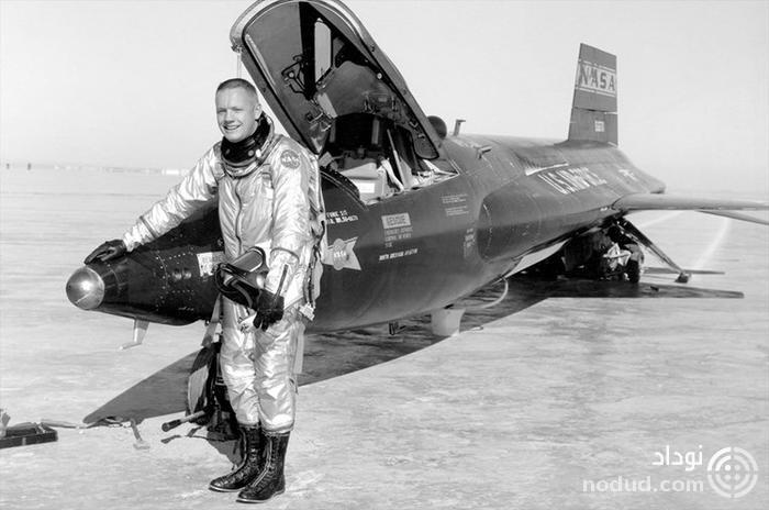 نیل آرمسترانگ در کنار X-15