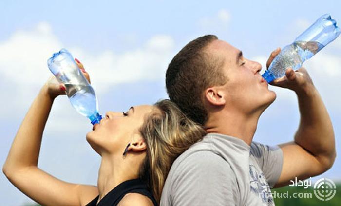 نوشیدن مایعات در ساحل